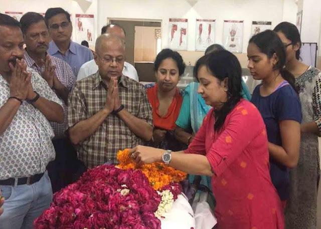 मां और पत्नी की देहदान करने के बाद 79 वर्षीय रिटायर आईएएस ने करवाया स्वयं का भी देहदान
