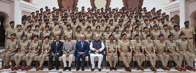 अमित शाह से 2018 बैच के भारतीय पुलिस सेवा के प्रशिक्षु अधिकारियों ने औपचारिक भेंट