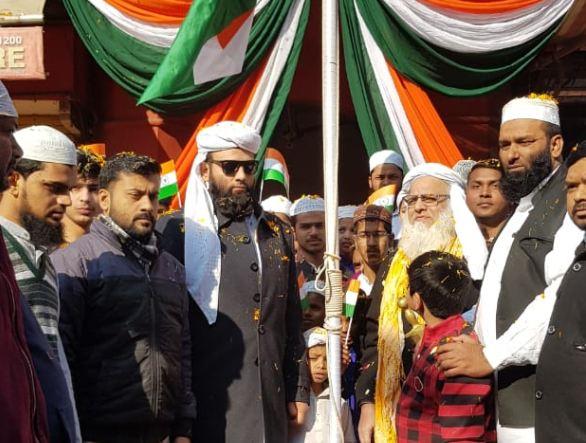 जामा मस्जिद में शाही इमाम पंजाब ने राष्ट्रीय ध्वज फहराया