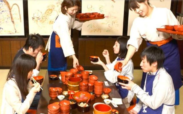 400 साल पुरानी परंपरा, चैलेंज में खाने पड़ते हैं 100 कटोरे नूडल्स...