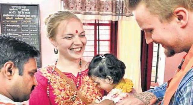 विदेशी पति-पत्नी ने भारतीय बच्ची को लिया गोद...