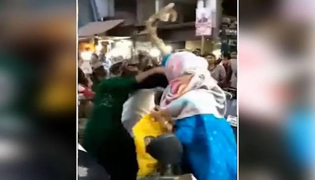 शॉपिंग करते हुए 2 महिलाओं को पसंद आया एक ही सूट, दोनों के बीच जमकर चलीं चप्पलें