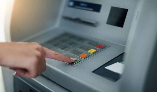 2000 निकालने पहुंचे लोगों को ATM से मिले 20 हजार रुपये!