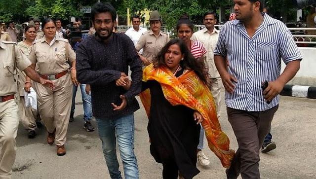 छात्रसंघ चुनाव के नतीजों के दौरान बवाल, धरने पर बैठी तबस्सुम और समर्थक!