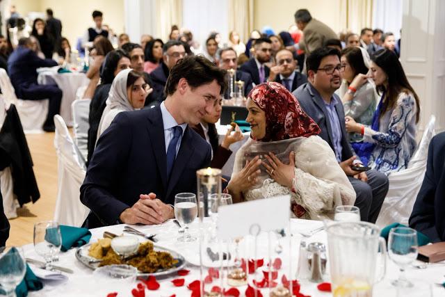 मुसलमानों के साथ रोज़ा इफ्तार करने पहुंचे कनाडाई PM