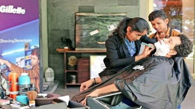 सचिन ने महिला हज्जाम नेहा और ज्योति से बनवाई दाढ़ी