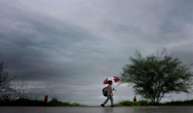 अगले 48 घंटे में देश के कई हिस्सों में शुरू हो सकती है मानसून की पहली बारिश!