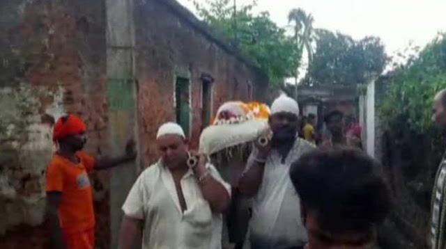 मुस्लिम दोस्त ने किया हिन्दू मित्र का अंतिम संस्कार!