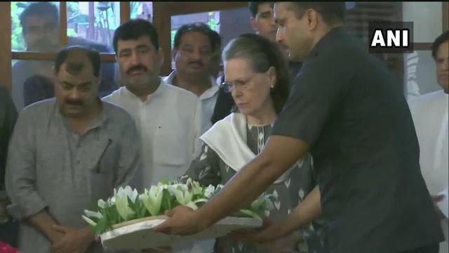 शीला दीक्षित को सोनिया गांधी ने दी श्रद्धांजलि
