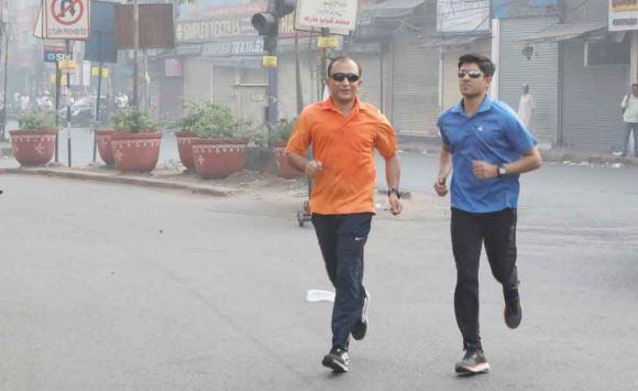 कार्यक्रमों में बतौर चीफ गेस्ट भी पैदल पहुंचते हैं IPS अधिकारी राजीव त्रिवेदी