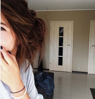 इंटरनेट सेंसेशन बनी ये लड़की, चेहरा छिपा कर पोस्ट करती है फोटोज...