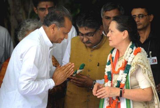 अशोक गहलोत के राजनीतिक कौशल से सोनिया गांधी का रुतबा भी बढ़ा