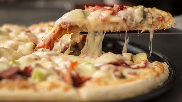ये होता है PIZZA खाने का सही तरीका...