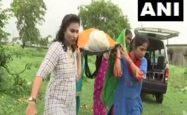बेटियों ने सम्मान के साथ किया लावारिस शवों का अंतिम संस्कार...