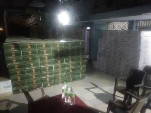 ट्रक के अंदर मिली 75 लाख रुपए की अवैध शराब