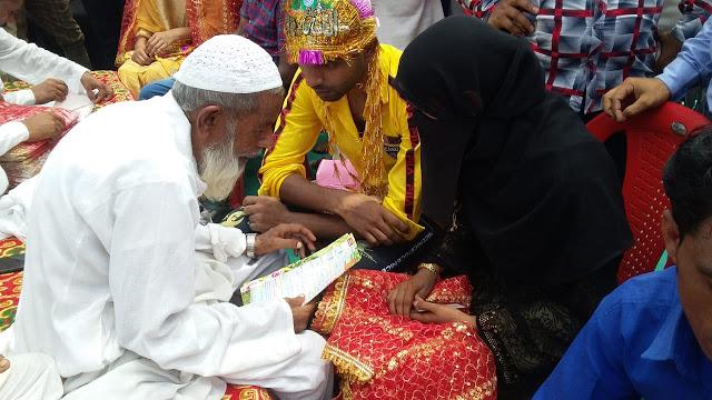 इधर मौलवी ने पढ़ाया निकाह तो उधर पुरोहित ने कराया विवाह!