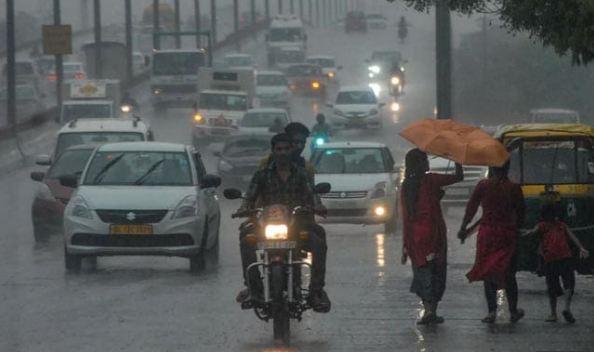 भारी बारिश से जनजीवन अस्त-व्यस्त, हाईटाइड की चेतावनी