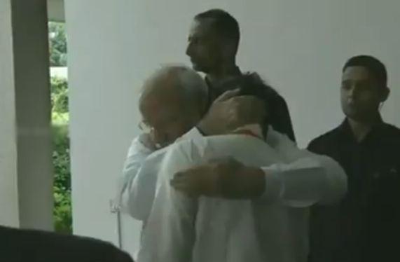 PM मोदी से मिलकर भावुक हुए ISRO चीफ के सिवन