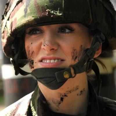 आर्मी में बनाया करियर, खूबसूरती की वजह से मिलने लगे भद्दे कमेंट्स...