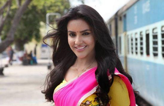 श्रीदेवी की मौत से नाम जोड़ने पर एक्ट्रेस प्रिया आनंद ने लगा दी क्लास