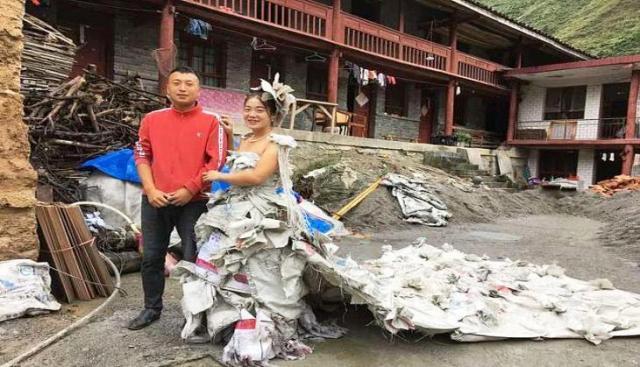महिला ने सीमेंट की बोरियों से बना डाला 'वेडिंग गाउन'