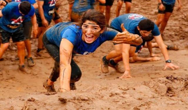 यहां हर साल मनाया जाता है Mud Race फेस्टिवल, कीचड़ में दौड़ते हैं लोग...