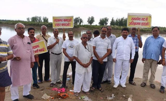 मंत्रियों व अधिकारियों को सद्बुद्धि के लिए किया राम गंगा पर हवन