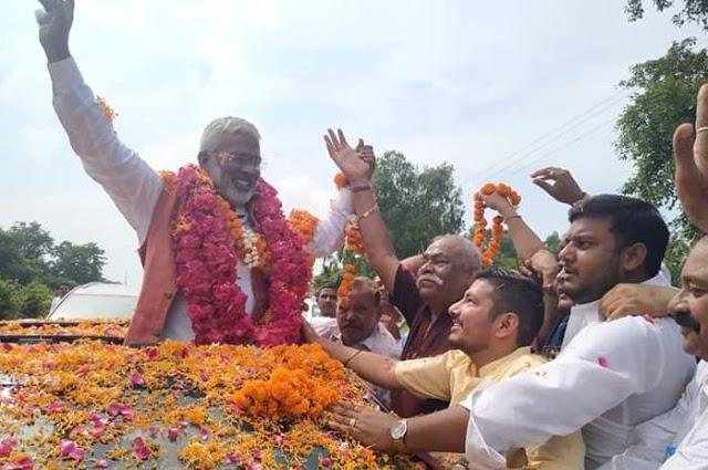BJP प्रदेश अध्यक्ष पर बरसाए फूल, हुआ जोरदार स्वागत